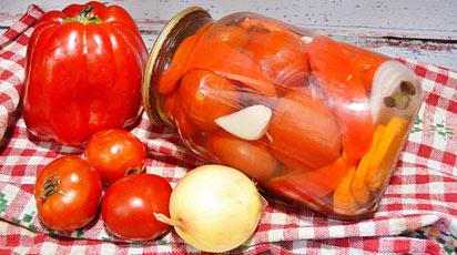 Готовимся к зиме: маринованные помидоры с болгарским перцем