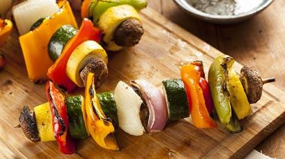 Шашлыки из овощей с пряным соусом из трав